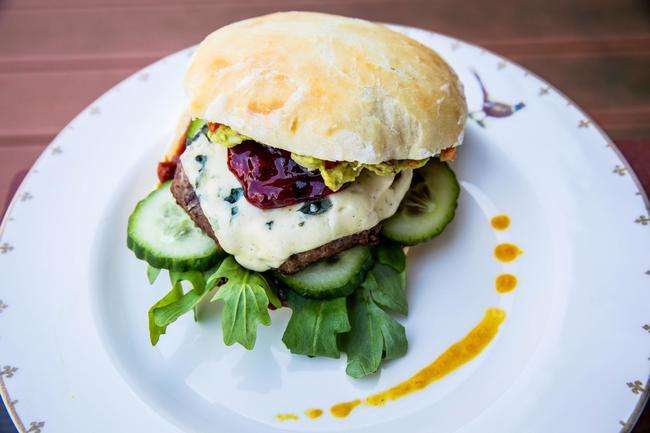 Wildschweinburger mit Blauschimmelkäse