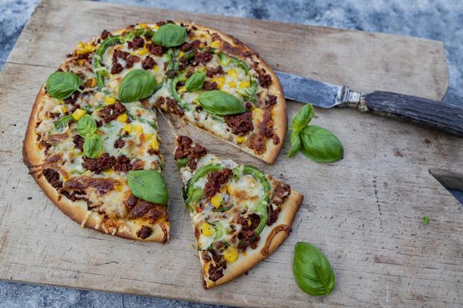 Pizza mit Wildschweinhack