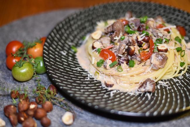 Spaghetti mit Wildente in cremiger Weißweinsoße