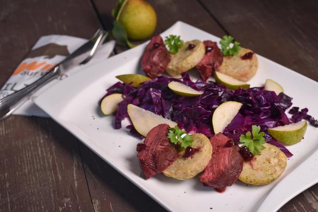 Rehrücken mit Rotkohlsalat