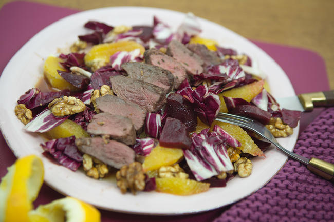 Winterlicher Salat mit warmer Wildentenbrust
