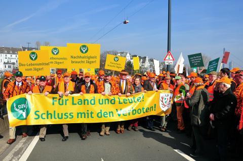 Der Protestmarsch setzt sich Richtung Landtag in Bewegung