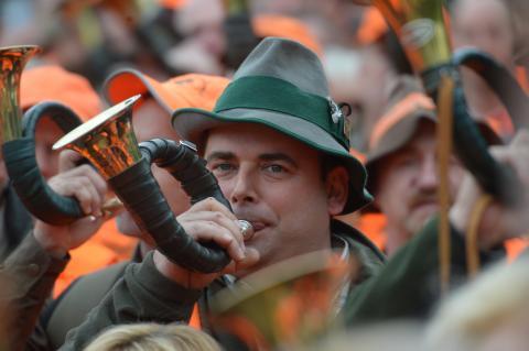 3500 Jägerinnen und Jäger haben in Wiesbaden der Politik den Marsch geblasen.