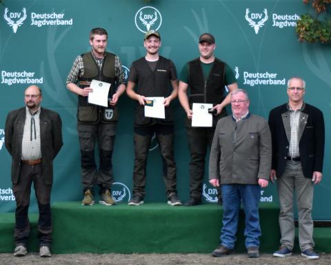 Den ersten Platz in der Juniorenklasse/Kombination belegt Daniel Deters (m.) aus Niedersachsen mit 335 Punkten vor Florian Elsenheimer (l.) und Dennis Gajek (r.) aus Brandenburg.
