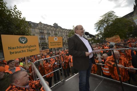 Heinz Lotz (SPD) in Wiesbaden auf der Demonstration des LJV-Hessen