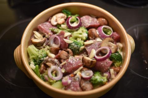Wildschwein-Gemüse-Pfanne mit Gorgonzola-Soße