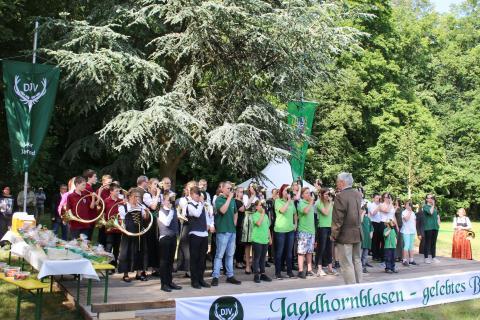 Das Abschlussblasen mit den Jugendlichen des Bundeswettbewerb Jagdhornblasen in Kranichstein 2017