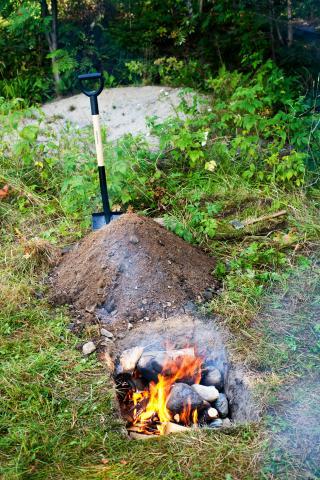 Die Erdgrube: etwas für Köche, denen der Gasgrill zu einfach ist.