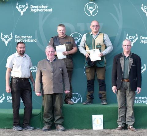Den ersten Platz in der Schützenklasse/Büchse gewinnt Martin Mingebach (fehlend) mit 196 Punkten aus Hessen, gefolgt von Rigo Göbel aus Baden-Württemberg und Thomas Dankert aus Mecklenburg-Vorpommern.