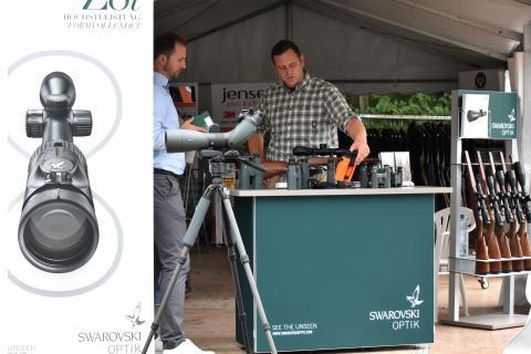 Auch DJV-Premiumpartner Swarovski ist mit verschiedenen Vorführmodellen vor Ort.