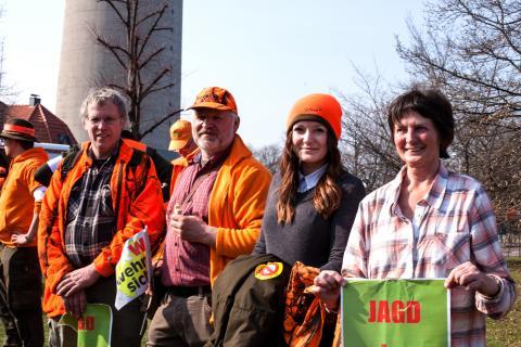 Jägerinnen und Jäger aus mehreren Bundesländern kamen nach Düsseldorf, um für Land & Leute zu demonstrieren.