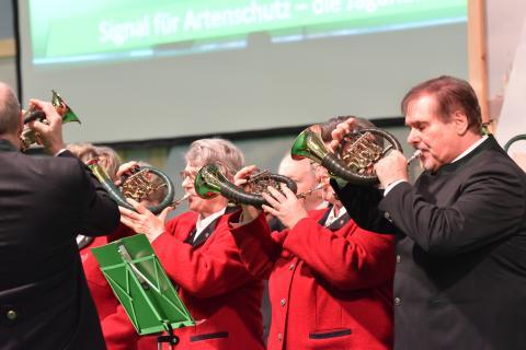 Tradition: Vier Bläsergruppen mit insgesamt mehr als 60 Teilnehmern haben den DJV in Halle 4.2 wunderbar klangvoll unterstützt.