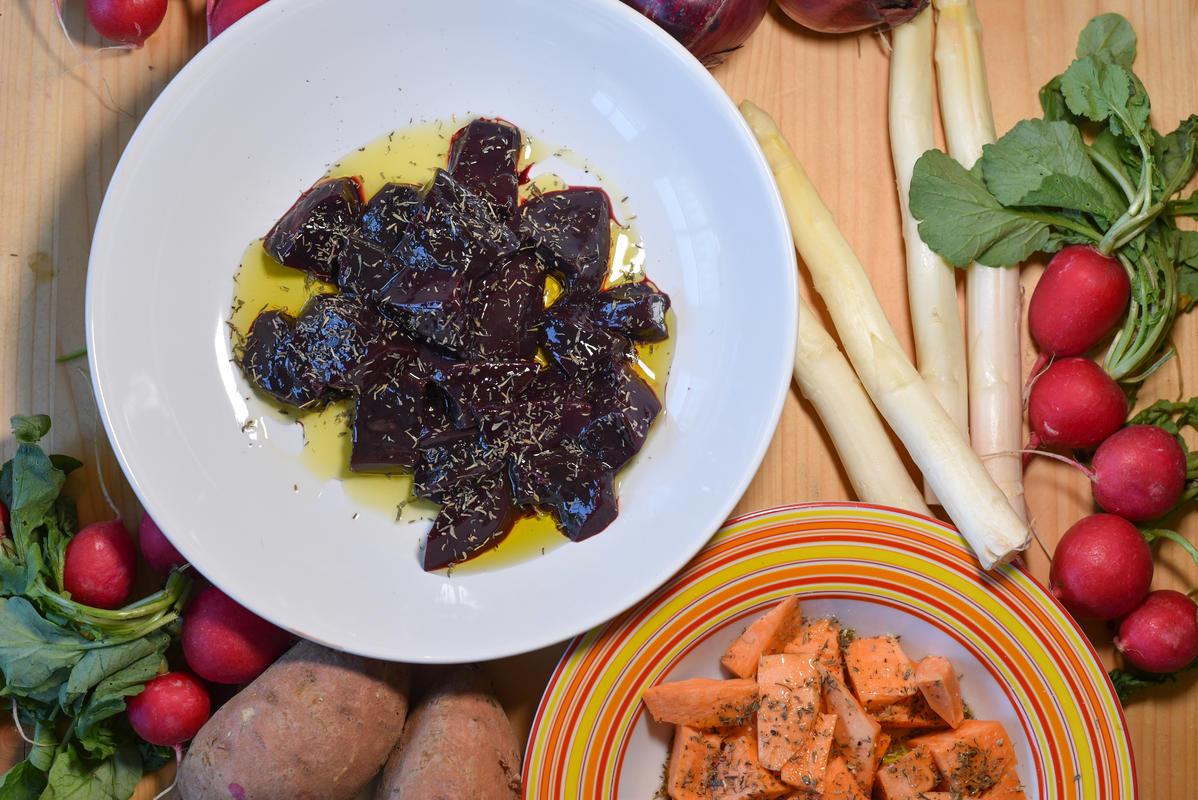 Rehleber und Süßkartoffeln für eine halbe Stunde marinieren. Vorab kein Salz an die Leber geben. (Quelle: Kapuhs/DJV)